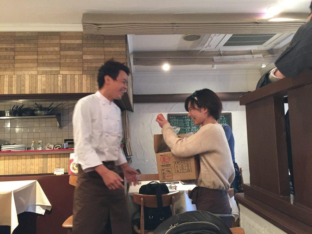 土屋さんと小松原さん微笑みあってます
