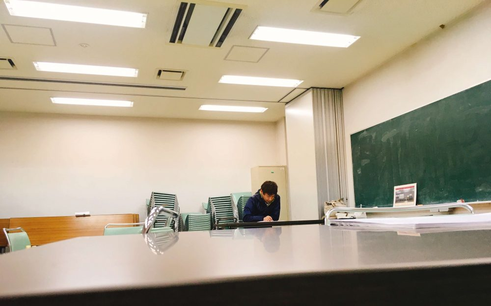 集中する遠藤さん