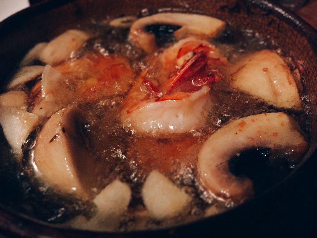 エビとジャンボマッシュルームのオイル焼き
