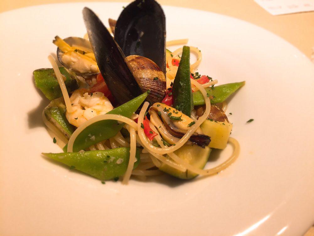 夏野菜と魚介のパスタ